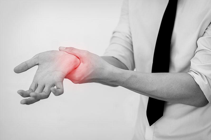 スマホの使いすぎが原因?「ドケルバン病(スマホ腱鞘炎)」の確認方法と3つの対策